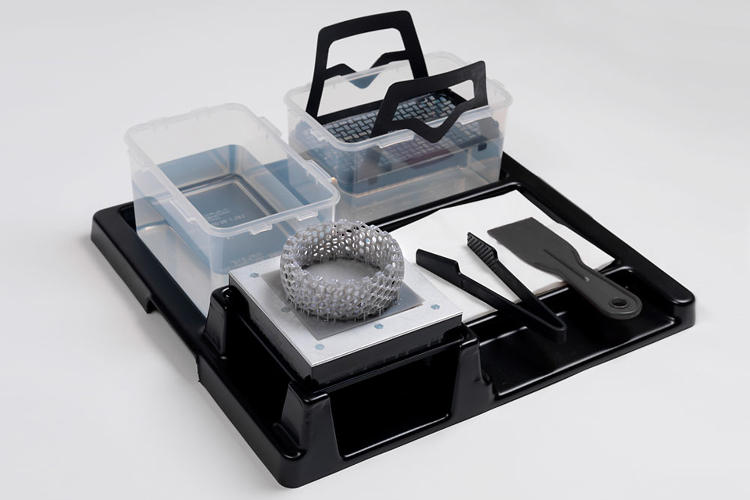<p>Along with the printer comes a kit that helps keep the gooey post-processing as tidy as possible.</p>