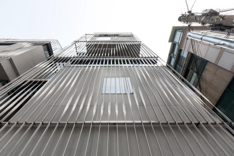 <p>The facade is a screen made out of twisted stainless steel.</p>
