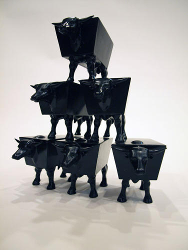 <p>David Van Ness: Stacking Bull – Sculpture – Mass-produced silica reinforced plastic.</p>