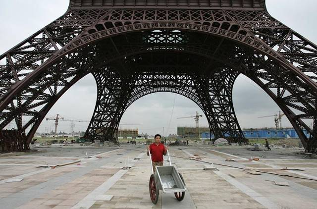 See What Paris Looks Like As A Dark Empty Chinese City on houses with dark brick