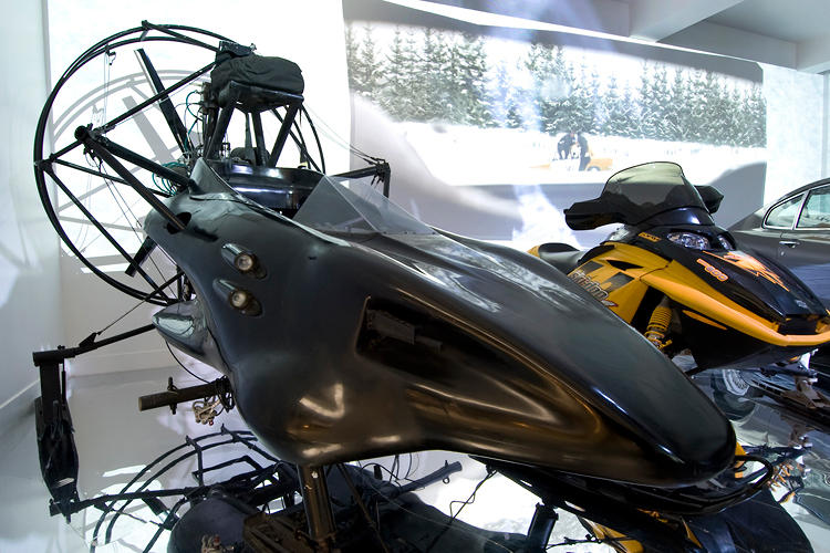 <p>A parachute-cum-snowmobile from The World Is Not Enough.</p>