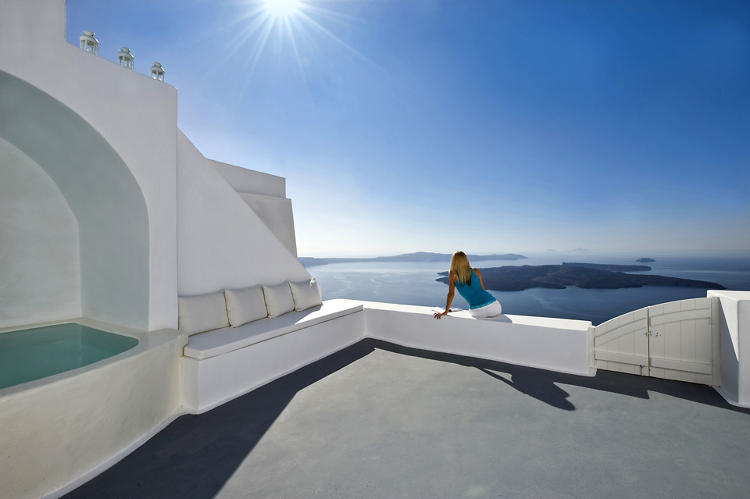 <p>A high-end hideaway in the Greek isles.</p>