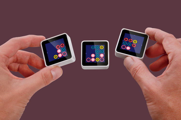 <p><strong>Sifteo Cubes </strong><br /> <em><a href=&quot;https://www.sifteo.com/&quot; target=&quot;_blank&quot;>Sifteo</a></em></p>