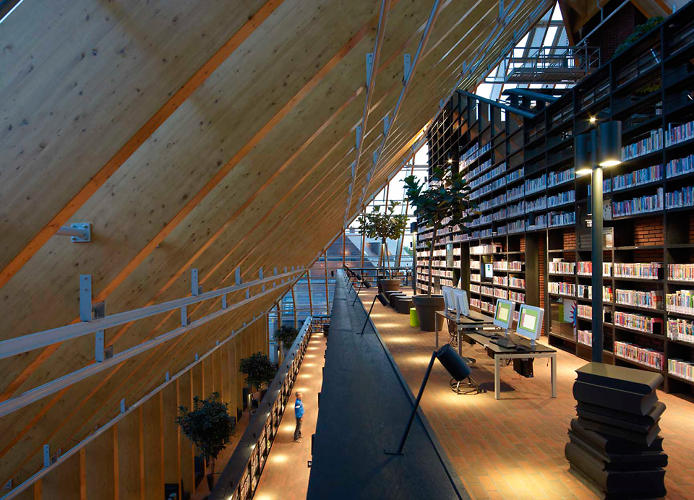 <p>The long, winding &quot;mountain&quot; of aisles lets visitors browse until they've reached the pinnacle, where a cafe and reading room are located.</p>