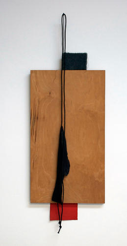 <p>Other hanging assemblages become three-dimensional compositions.</p>