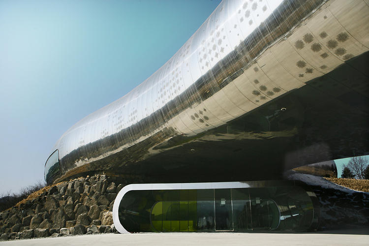 <p>This is the Jeongok Prehistory Museum.</p>