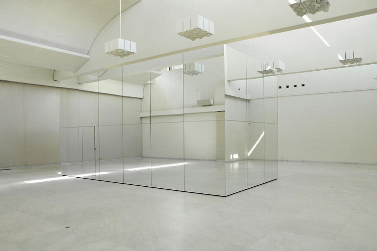 <p>Thilo Frank's &quot;The Phoenix is Closer Than It Appears&quot; is a 4 x 4 x 8 meter mirrored room.</p>