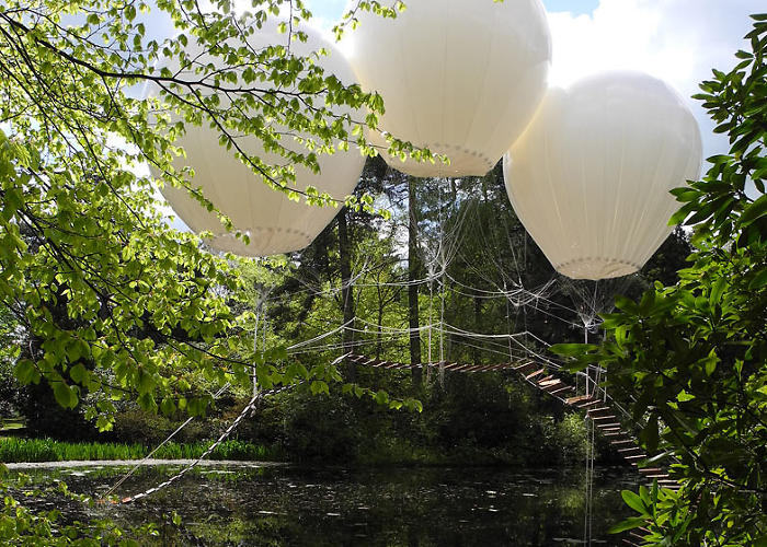 <p>Each balloon can support an extra 120 pounds of weight, but insurance issues and artistic intent precludes human use.</p>