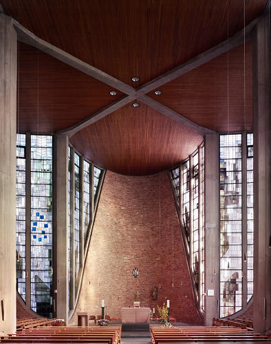 <p>The keel-like apse of Maria Königin in Saarbrucken, Germany, completed 1959 by Rudolf Schwarz.</p>