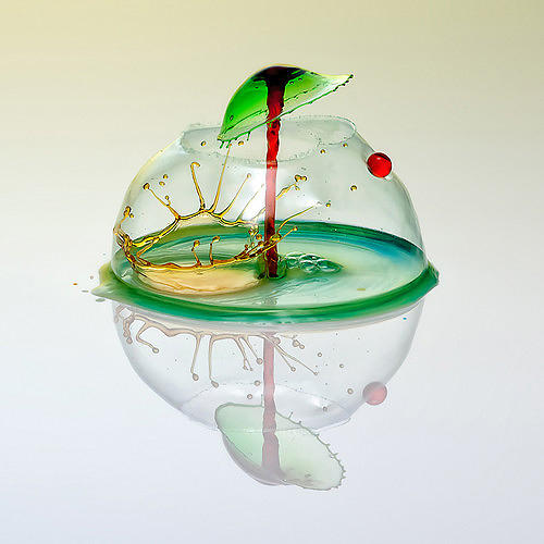 <p>See more stunning examples and read about his process <a href=&quot;http://www.fastcodesign.com/1670911/high-speed-photography-turns-water-droplets-into-liquid-sculptures#1&quot; target=&quot;_self&quot;>here</a>.</p>