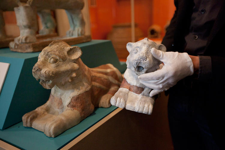 <p>Researchers at Harvard's Semitic Museum and Learning Sites have worked together to create a replica of the lion's missing midsection (modeled after a whole version owned by University of Pennsylvania, seen here on the left).</p>