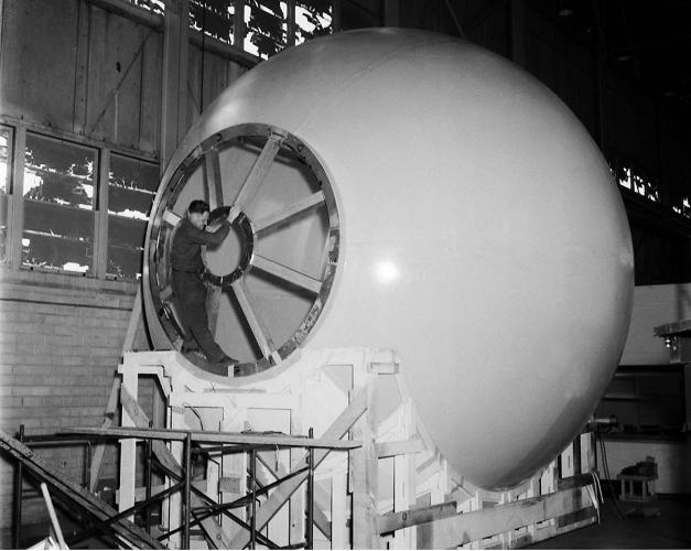<p><strong>LOLA Simulator</strong><br /> This was a 20-foot sphere which simulated for the astronauts what the surface of the moon would look like from 200 miles up. Project LOLA or Lunar Orbit and Landing Approach was a simulator built at Langley to study problems related to landing on the lunar surface.</p>