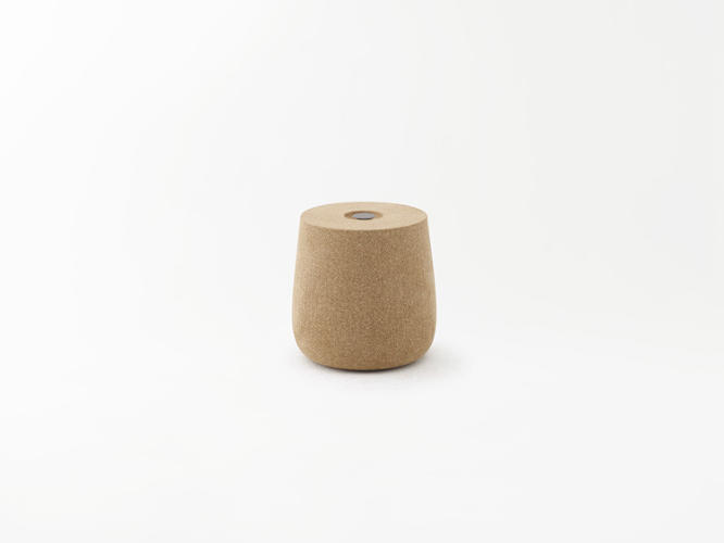 <p>Portable pot: a cork stool with a handle in the center that rises up and down.</p>