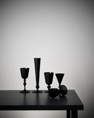 <p>Historical glassware is blacked out for blind tastings. White or red? Try it and see!</p>