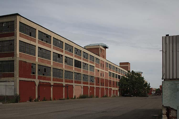 <p>When it opened in 1910, Albert Kahn's Ford Plant at Highland Park was the largest automobile factory in the world. The four-story, open-plan structure was to launch Kahn's career and where Henry Ford would perfect his assembly line.</p>