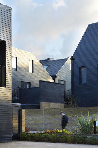 <p>The development consists of 84 houses, tightly configured in an alternating pattern of generous courtyards and small front yards.</p>