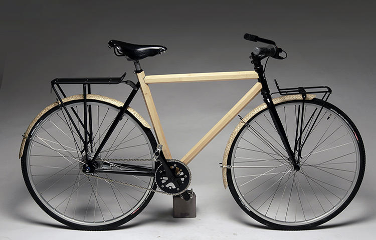 <p>The Semester CityBike adds an 8-speed internal hub, woven bamboo fenders, a Brooks saddle, and racks to the basic Commuter model.</p>