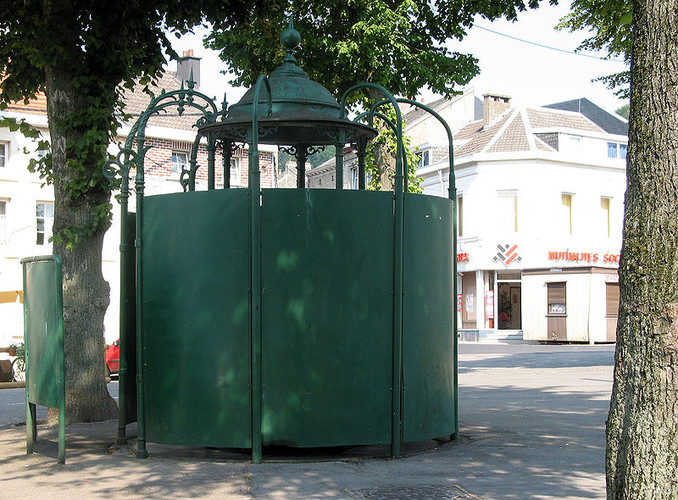 <p>In most of the U.S., public toilets are hard to come by (excepting the generosity of the local Starbucks). This public toilet in Belgium is free for anyone.</p>