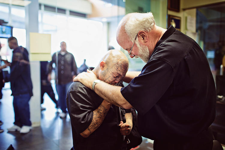 <p>Father Gregory Boyle prays with a client.</p>