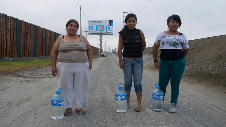 <p>And locals are actually using the billboard to get fresh water.</p>