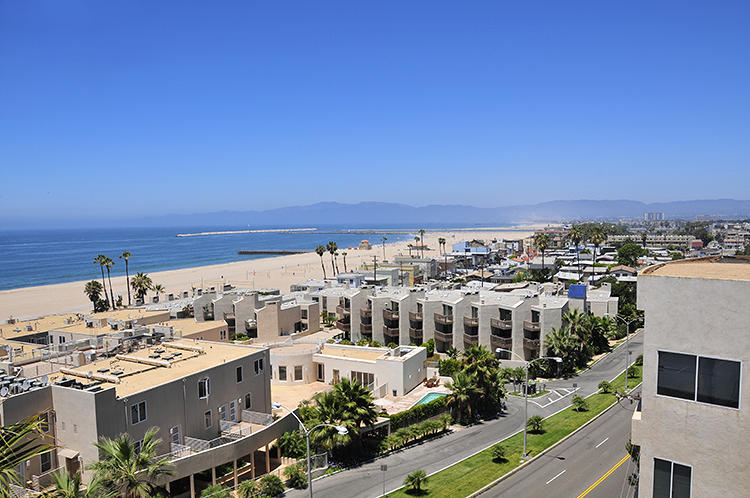 <p>Another view of Venice Beach.</p>