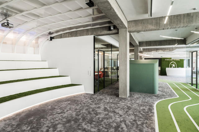 This office has a running track co design business for Office design game