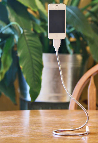 <p>FuseChicken's Une Bobine iPhone charger and stand.</p>
