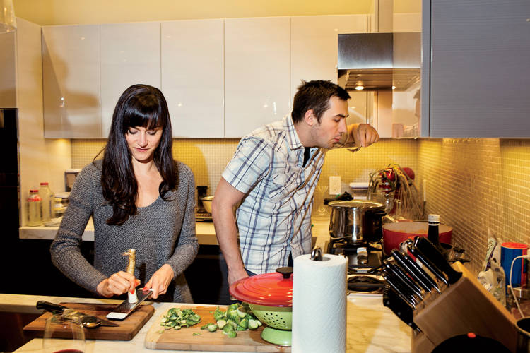 <p><strong>7:25 P.M.</strong><br /> Rose and his fiancée, Darya Pino (@SummerTomato), both foodies, prepare dinner at home.</p>