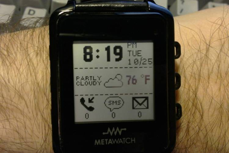 <p>Metawatch, from some of the minds behind Fossil. Does that display look  &quot;smart&quot; to you?</p>
