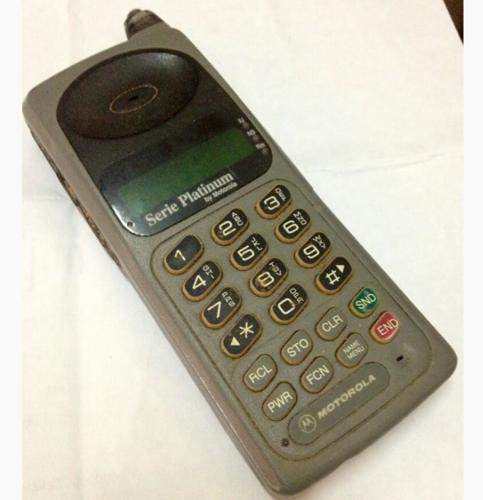 <p>Diana de Reznor's very first phone--a Motorola. Check out those &quot;send&quot; and &quot;end&quot; buttons. What did they do again?</p>  <p>[<em>Twitter user <a href=&quot;http://www.twitter.com/DianadeReznor&quot; target=&quot;_blank&quot;>DianadeReznor</a></em>]</p>