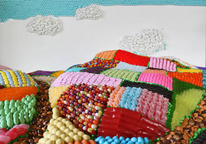 <p>The sky starts to be built from many candy pearls amongst various other pieces</p>