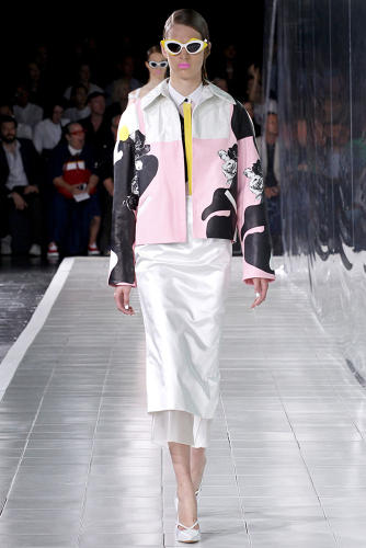 <p>Identical twins Dawn and Samantha Goldworm are the virtuosic noses behind 12.29, the world's first olfactive branding company. This Fashion Week, they scented New York shows by Tocca, Calla, and Prabal Gurung. Here, Prabal Gurung's ready-to-wear Spring '14 show, with Marilyn Monroe as muse.</p>  [Photos via <a href=&quot;http://www.style.com/fashionshows/review/S2014RTW-PGURUNG&quot; target=&quot;_blank&quot;>Style.com</a>]