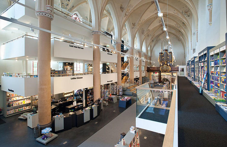 <p>The new wings are tucked into the church's one side aisle, where the architects inserted three floors of retail space.</p>