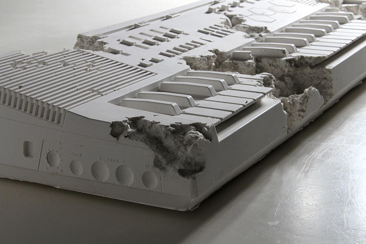 <p>This is a Casio MT-500 keyboard, if discovered 1,000 years from now.</p>