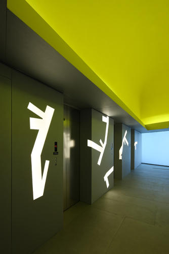 <p>Throughout the office's public interiors, color, together with the iconic shape of the building, creates a graphic character for China Vanke.</p>