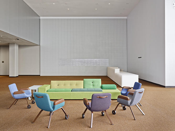 <p>More than 60 years later, a similarly high-minded group of designers embarked on a collaborative project to redesign the interiors of the complex's North Delegates' Lounge. The big difference? It was an all-Holland all-star team, resulting a distinctly Dutch project.</p>