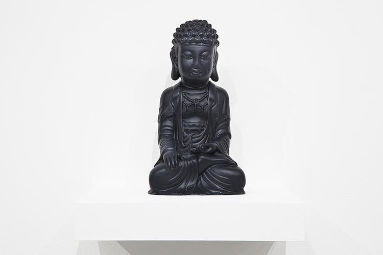 <p>The sculptures reprise iconic figures Shin has previously explored, including Chinese porcelain, Korean celadon, and Greek busts, but also throw in a few new inspirations.</p>