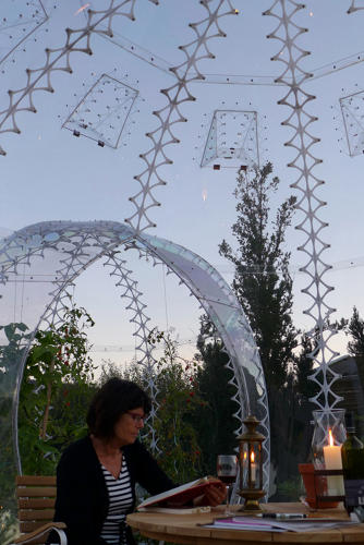 <p>The semi-portable pods contain garden beds and patio spaces heated by the sun's rays.</p>