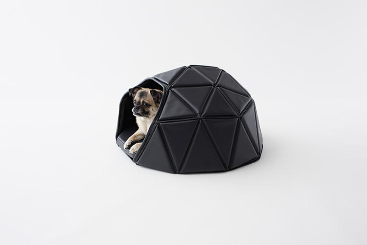 <p>If Batman had a dog, it would probably sleep in a bed like the one Japanese design studio Nendo just created for lifestyle magazine <em>Pen</em>.</p>