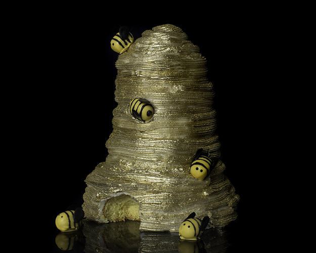 <p>&quot;Wu-Tang Killa Beez, we on a swarm,&quot; turned into a golden hive cake.</p>