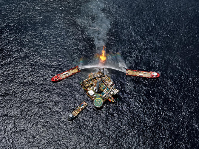 <p>Q4000 Drilling Platform, Gulf of Mexico, June 24, 2010</p>