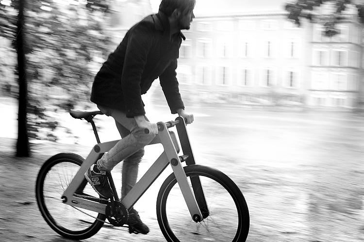 <p>Since the first prototype seven years ago, the Sandwichbike has undergone extensive testing for durability in various climates and for comfort. The frame consists of two flat 15-layer panels of CNC-milled, locally sourced, responsibly forested beech plywood.</p>