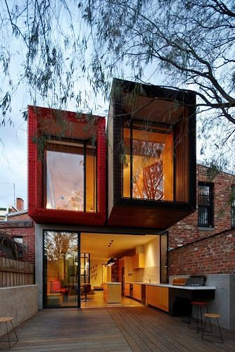 <p>Australian architect Andrew Maynard turned what could have been a cramped rowhouse into a light-filled, eco-friendly dwelling that makes a 15-foot-wide room <a href=&quot;http://www.fastcodesign.com/3020868/innovation-by-design/a-15-foot-wide-house-youd-kill-to-live-in&quot; target=&quot;_self&quot;>seem positively spacious</a>.</p>