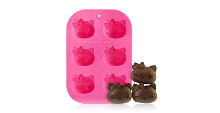 <p>Hello Kitty 6-Cup Muffin Mold by SiliconeZone</p>