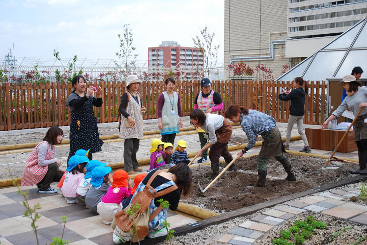 <p>For people who spend long hours at work, gardening while commuting isn't a half bad idea.</p>