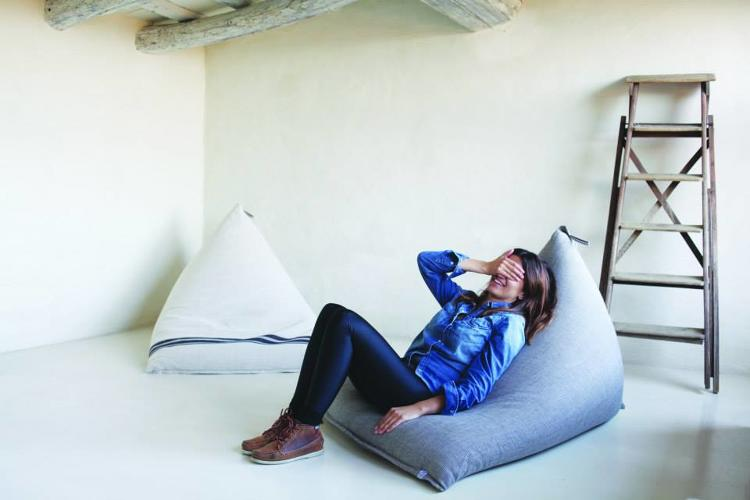 <p>It's hard to imagine that the bean bag chair could ever be chic, but Spanish designers <a href=&quot;http://pensandoenblanco.com/&quot; target=&quot;_blank&quot;>Pensando en Blanco</a> have done it, with their 03AM chair. The name is a nod to the bakers who would take a break after churning out the first pastries at 3:00 in the morning.</p>