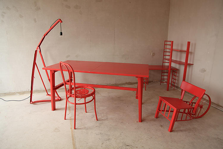 <p>Designer Francois Duquesnoy decided to try living sustainably as a nomad (he's moved eight times in the past few years) and gave himself a week to make his own furniture from discarded materials he found in each new neighborhood.</p>
