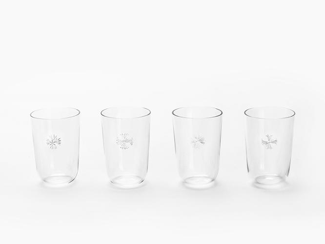 <p>The engravings on the crystal pieces play on the theme of water purification.</p>