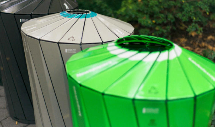 <p>&quot;Central Park Conservancy Receptacles&quot; by Landor Associates New York put <a href=&quot;http://landor.com/#!/work/case-studies/the-central-park-conservancy/&quot; target=&quot;_blank&quot;>eco-friendly trash bins</a> in one of the world's great parks.</p>