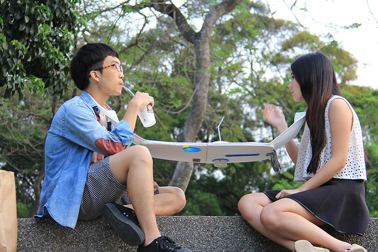 "<p>""With more and more people addicted to mobile technology, it happens more frequently that people have meals absentmindedly,"" says designer Michael Jan, who created the Napkin Table along with fellow students at Tunghai University in Taiwan.</p>"